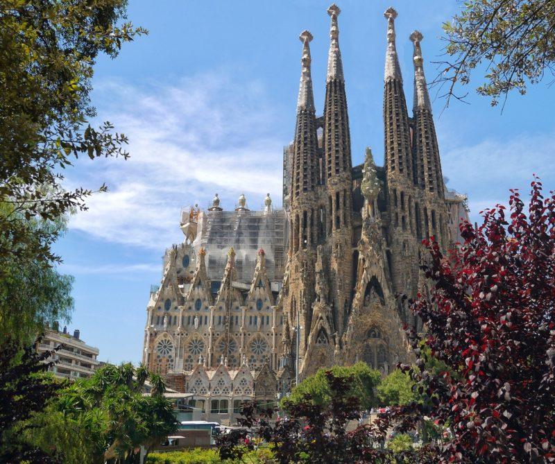 ¿Cuáles son las ventajas de conducir eléctrico en Barcelona?